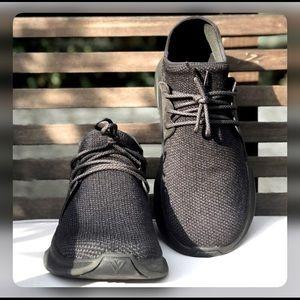 VESSI Everyday 100% waterproof black sneakers EUC